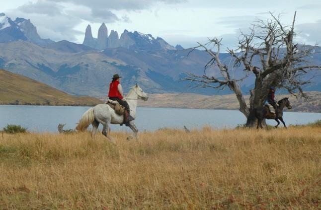 Riding-past-Laguna-Azul.1-646x423