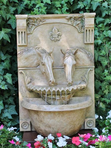 two_horses_drinking_fountain_english_garden_grande