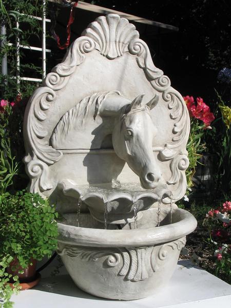 white_arab_fountain_color_grande