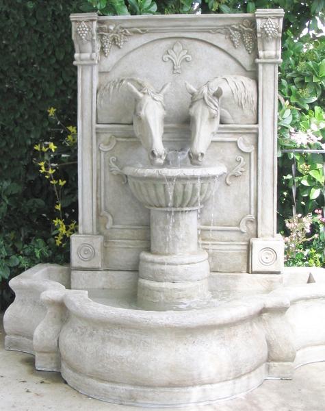 fiberglass_sharing_a_drink_fountain_edit_grande